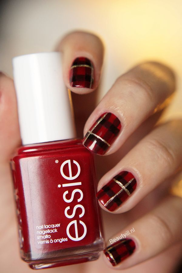 nail-polish-style-what-to-wear-christmas-day-dinner-holiday-outfits-winter-plaid-print.jpg