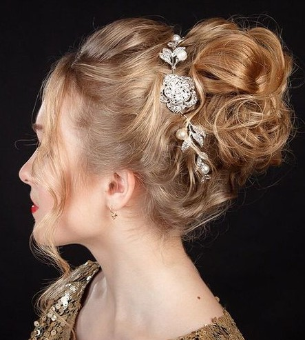 hair-ideas-style-what-to-wear-newyearseve-nye-holiday-outfits-winter-bun-curly-barrette.jpg
