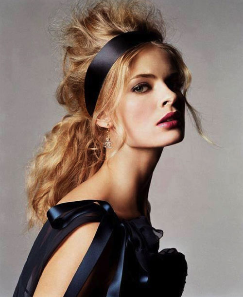 hair-ideas-style-what-to-wear-newyearseve-nye-holiday-outfits-winter-festive-headband-ponytail-messy.jpg