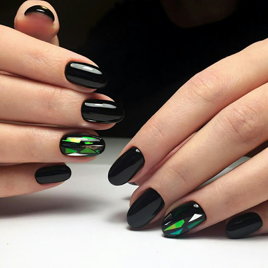 nail-polish-ideas-style-what-to-wear-newyearseve-nye-holiday-outfits-winter-black-green.jpg