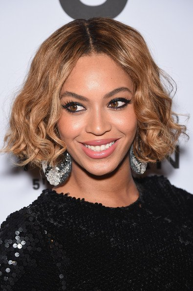 makeup-ideas-style-what-to-wear-newyearseve-nye-holiday-outfits-winter-black-eyeliner-beyonce.jpg
