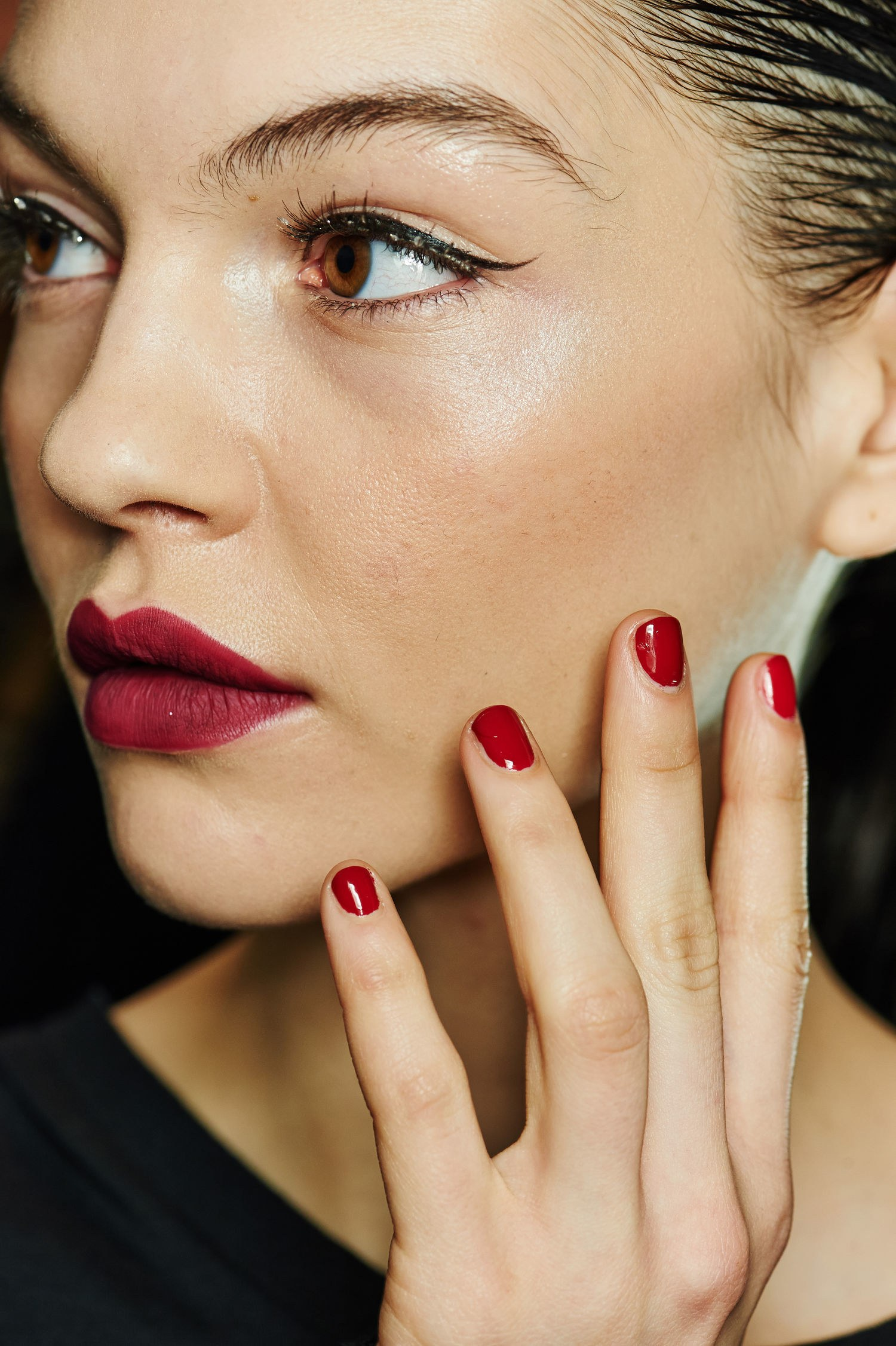 makeup-ideas-style-what-to-wear-newyearseve-nye-holiday-outfits-winter-black-eyeliner-red.jpg
