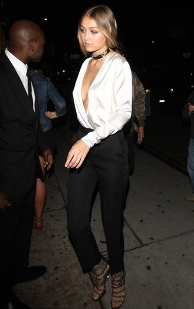 black-slim-pants-white-blouse-choker-blonde-gigihadid-black-shoe-sandalh-fall-winter-nye-party-dinner.jpg