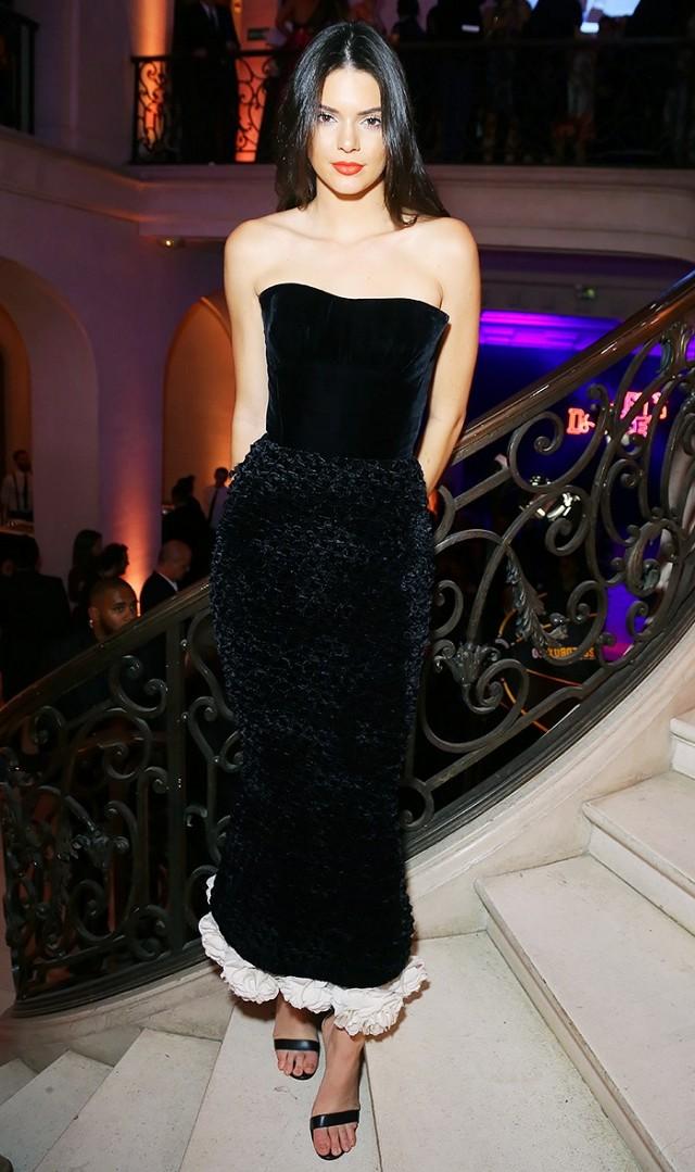 black-dress-maxi-black-shoe-sandalh-brun-kendalljenner-howtowear-fashion-style-outfit-fall-winter-holiday-strapless-dinner.jpg