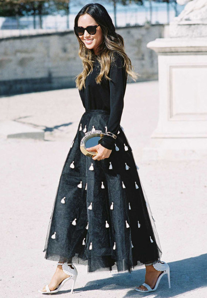 black-maxi-skirt-black-top-blouse-print-white-shoe-sandalh-hairr-sun-howtowear-fashion-style-outfit-fall-winter-holiday-party-dinner.jpg