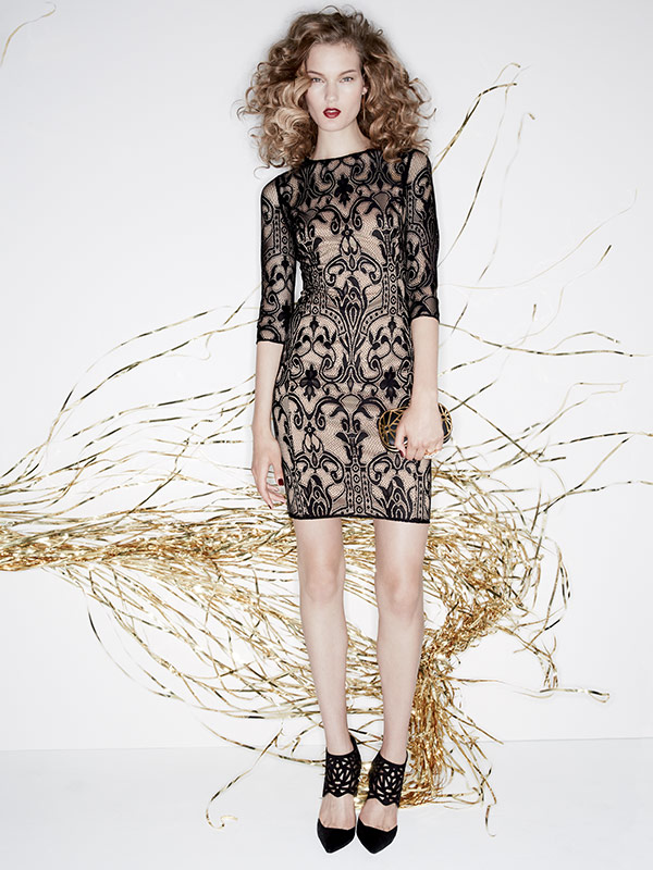 black-dress-mini-lace-black-shoe-pumps-black-bag-clutch-blonde-howtowear-fashion-style-outfit-fall-winter-holiday-party-dinner.jpg
