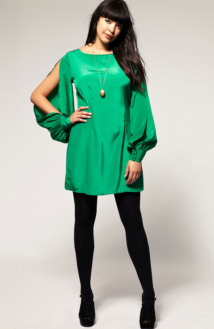 green-emerald-dress-mini-black-tights-black-shoe-sandalh-necklace-pend-brun-howtowear-fashion-style-outfit-fall-winter-holiday-christmas-dinner.jpg