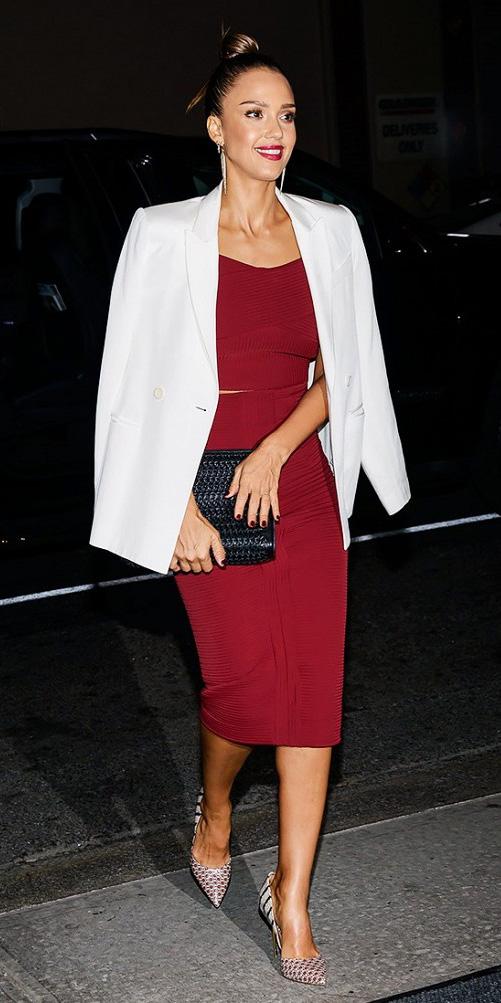 red-dress-bodycon-white-jacket-blazer-black-bag-clutch-white-shoe-pumps-brun-bun-jessicaalba-howtowear-fashion-style-outfit-fall-winter-holiday-dinner.jpg