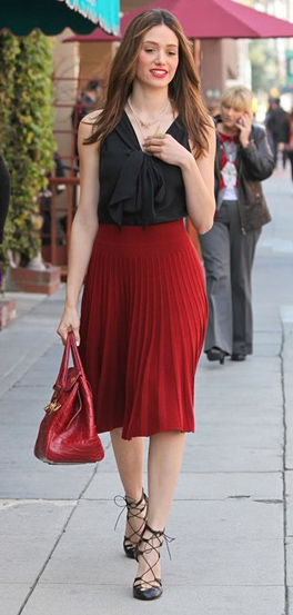 red-aline-skirt-black-top-ruffle-necklace-brun-red-bag-black-shoe-pumps-pleat-emmyrossum-howtowear-fashion-style-outfit-fall-winter-holiday-dinner.jpg