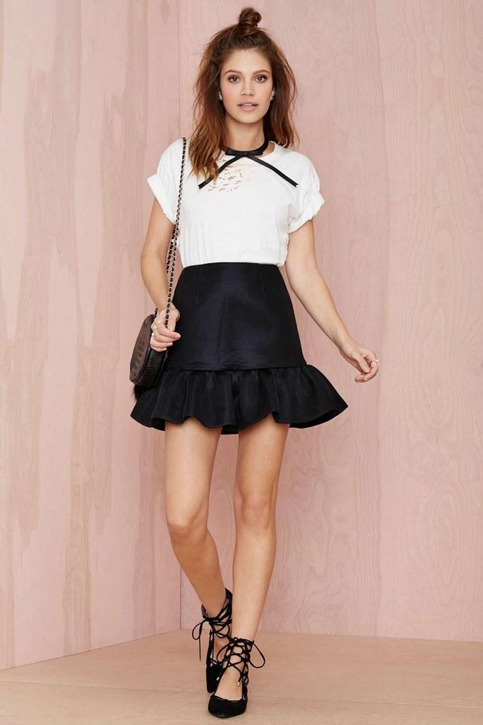black-mini-skirt-white-tee-hairr-black-bag-black-shoe-flats-howtowear-valentinesday-outfit-fall-winter-lunch.jpg