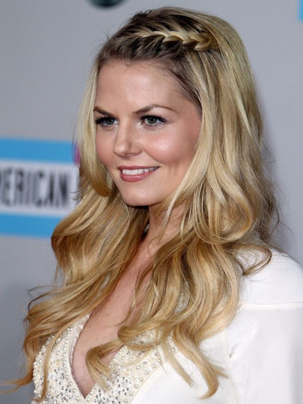 hair-styles-what-to-wear-valentines-day-dinner-holiday-outfits-winter-blonde-braid-side-wavy.jpg