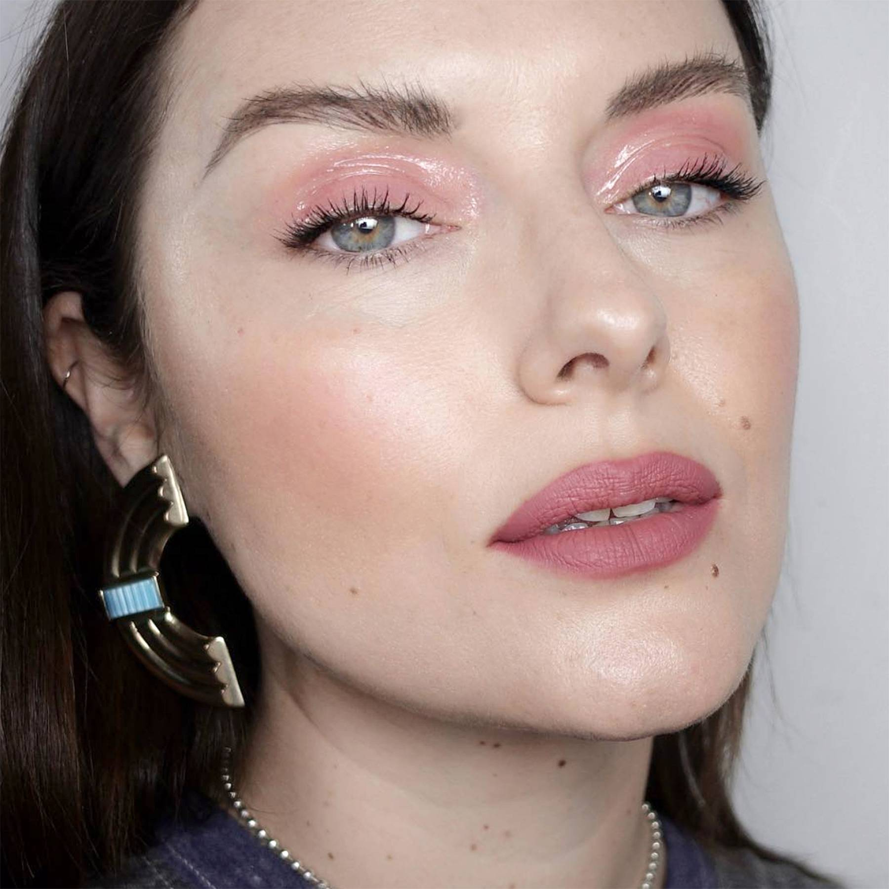 makeup-style-what-to-wear-valentines-day-dinner-holiday-ideas-winter-soft-pink-eyeshadow-monochromatic-rose.jpg