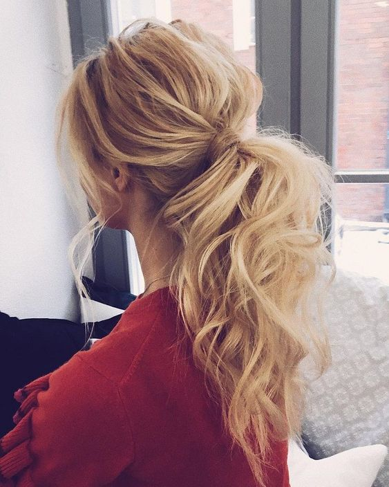 hair-styles-what-to-wear-valentines-day-dinner-holiday-outfits-winter-blonde-loose-low-ponytail-messy.jpg