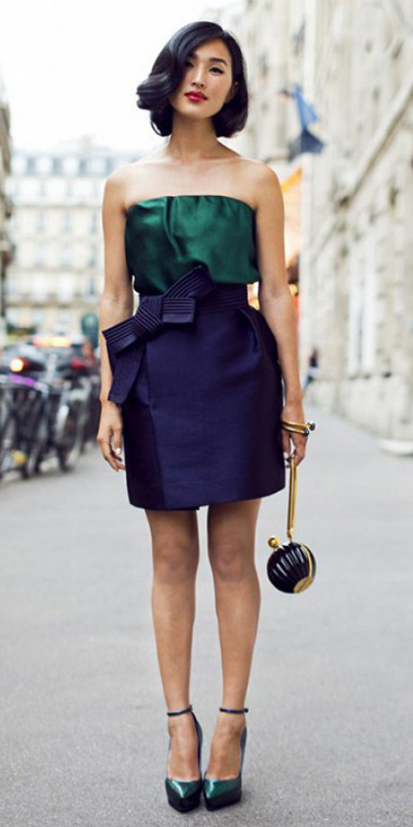 what-to-wear-for-a-spring-wedding-guest-outfit-blue-navy-mini-skirt-green-dark-top-strapless-brun-bob-green-shoe-pumps-dinner.jpg