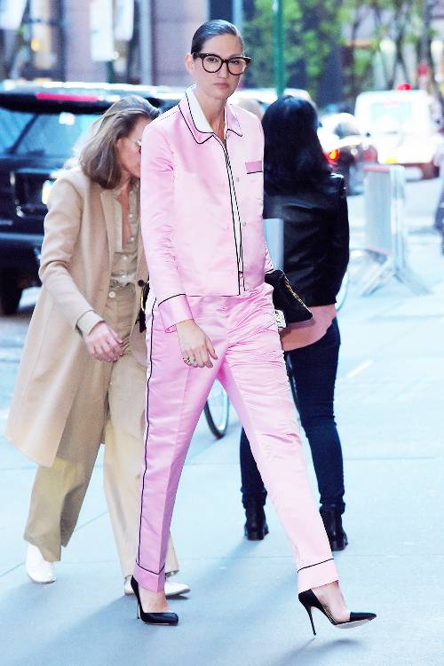 what-to-wear-for-a-spring-wedding-guest-outfit-pink-light-joggers-pants-silk-pajamas-pink-light-top-brun-bun-black-shoe-pumps-dinner.jpg