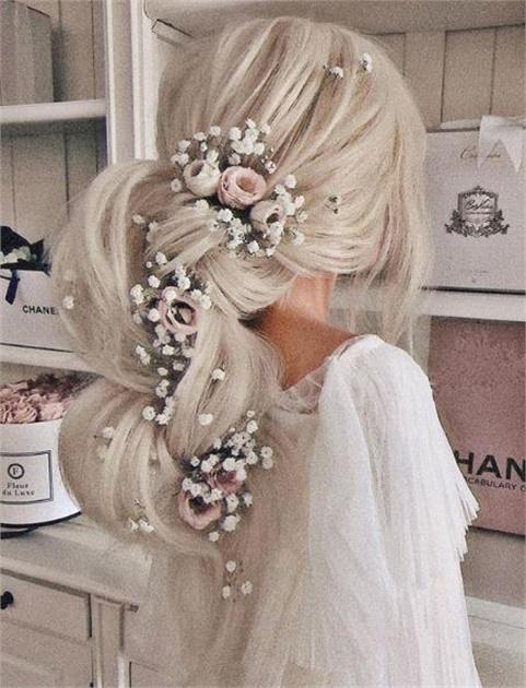 wedding-guest-hair-ponytail-style-beauty-long-blonde-hair-flowers-romantic.JPG
