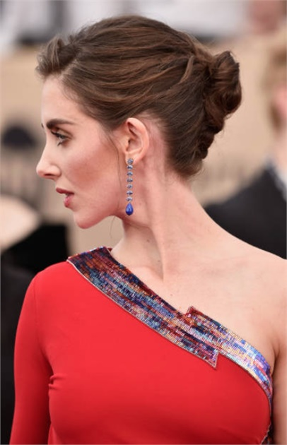 wedding-guest-hair-french-twist-formal-updo-style-beauty-red-carpet.jpg
