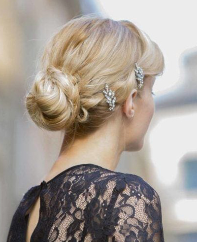 wedding-guest-hair-chignon-bun-style-beauty-vintage-updo-bun-barrettes-blonde.jpg