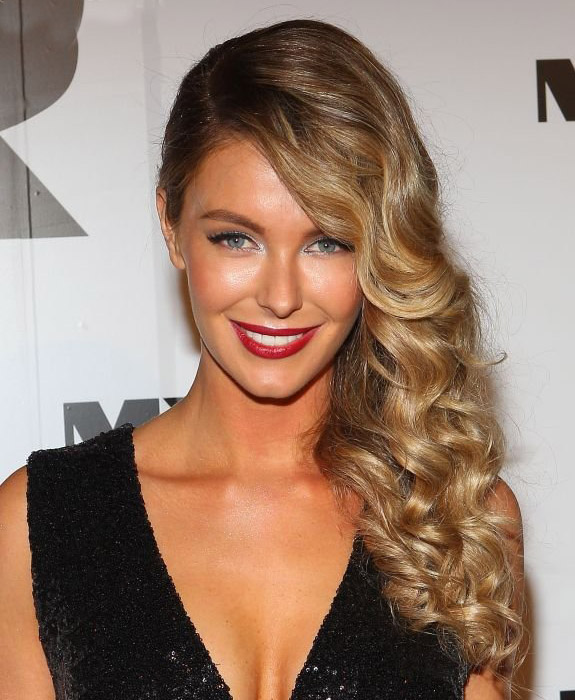 wear-hair-down-wedding-guest-hair-style-beauty-side-part-wavy-blonde-curly.jpg