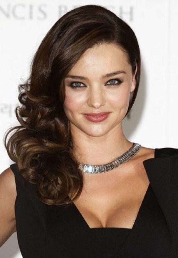 wear-hair-down-wedding-guest-hair-style-beauty-side-part-wavy-mirandakerr-long-brunette-classic.jpg