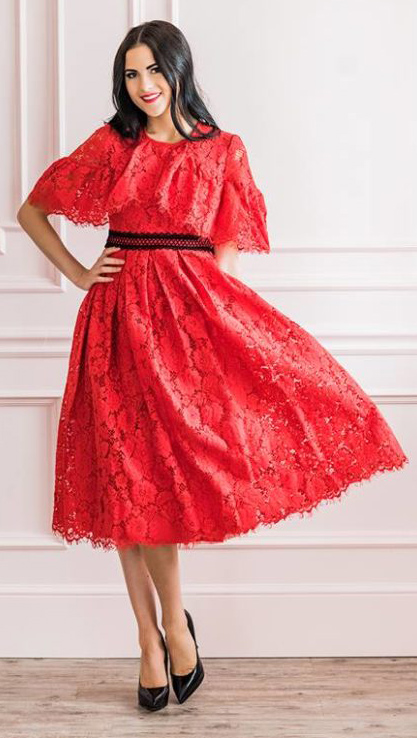 what-to-wear-for-a-winter-wedding-guest-outfit-red-dress-midi-lace-brun-black-shoe-pumps-dinner.jpg