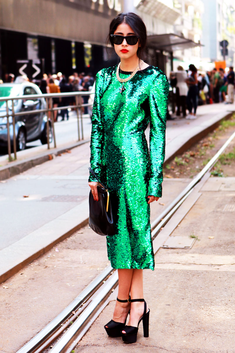 what-to-wear-for-a-winter-wedding-guest-outfit-green-emerald-dress-sequin-midi-chain-necklace-brun-sun-black-bag-clutch-black-shoe-sandalh-sun-dinner.jpg
