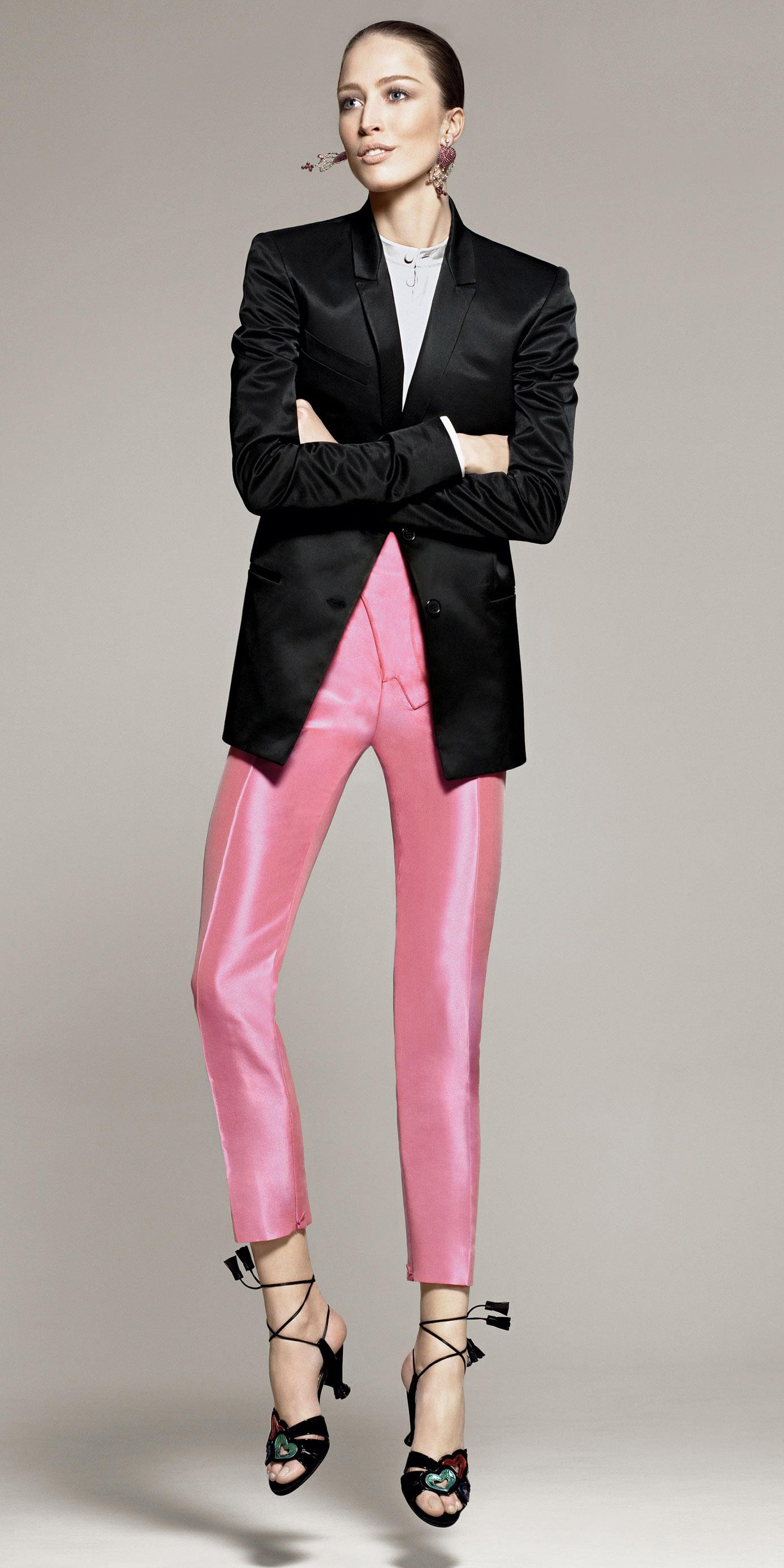 what-to-wear-for-a-fall-wedding-guest-outfit-pink-light-slim-pants-black-jacket-blazer-hairr-bun-earrings-black-shoe-sandalh-dinner.jpg