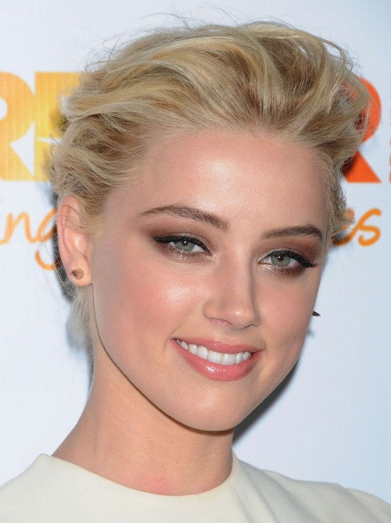 eyes-how-to-do-your-makeup-for-wedding-guest-beauty-amberheard-eyeshadow.jpg