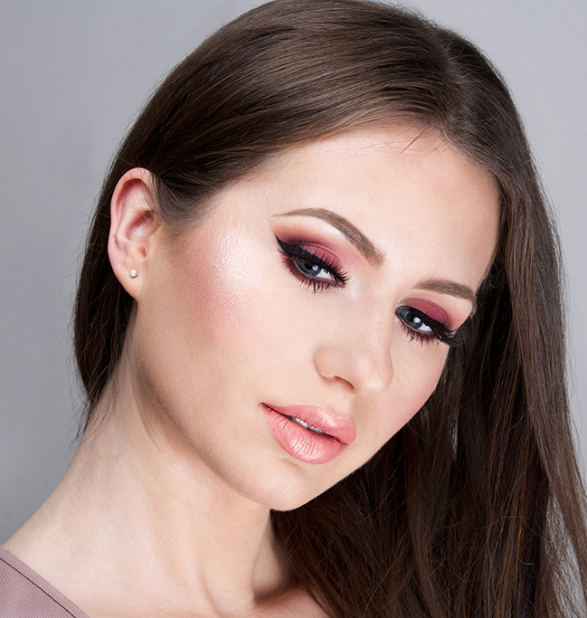 eyes-how-to-do-your-makeup-for-wedding-guest-beauty-burgundy-rose-monochromatic.jpg