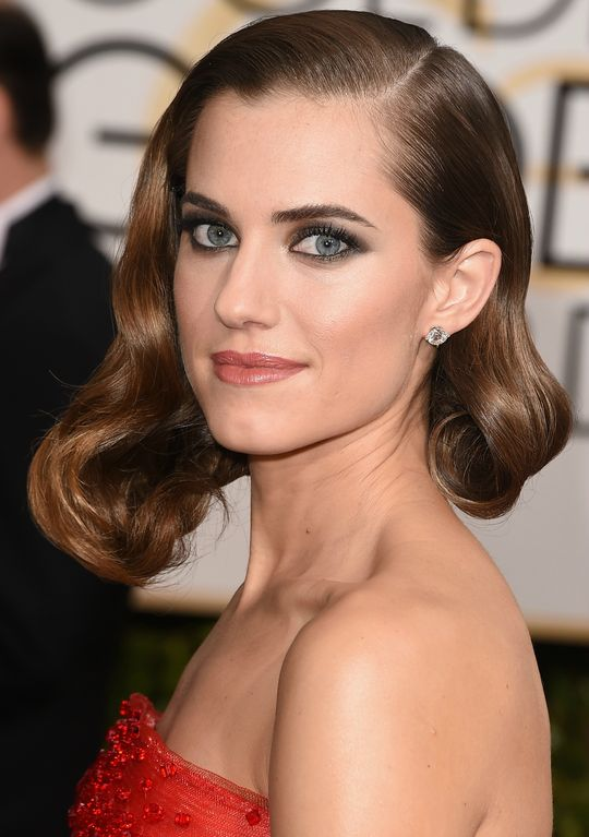 eyes-how-to-do-your-makeup-for-wedding-guest-beauty-eyeliner-asymmetrical-bob-wavy-red-carpet.jpg