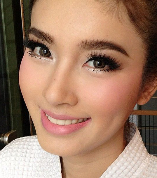eyes-how-to-do-your-makeup-for-wedding-guest-beauty-pink-lips-white-eyeshadow.jpg
