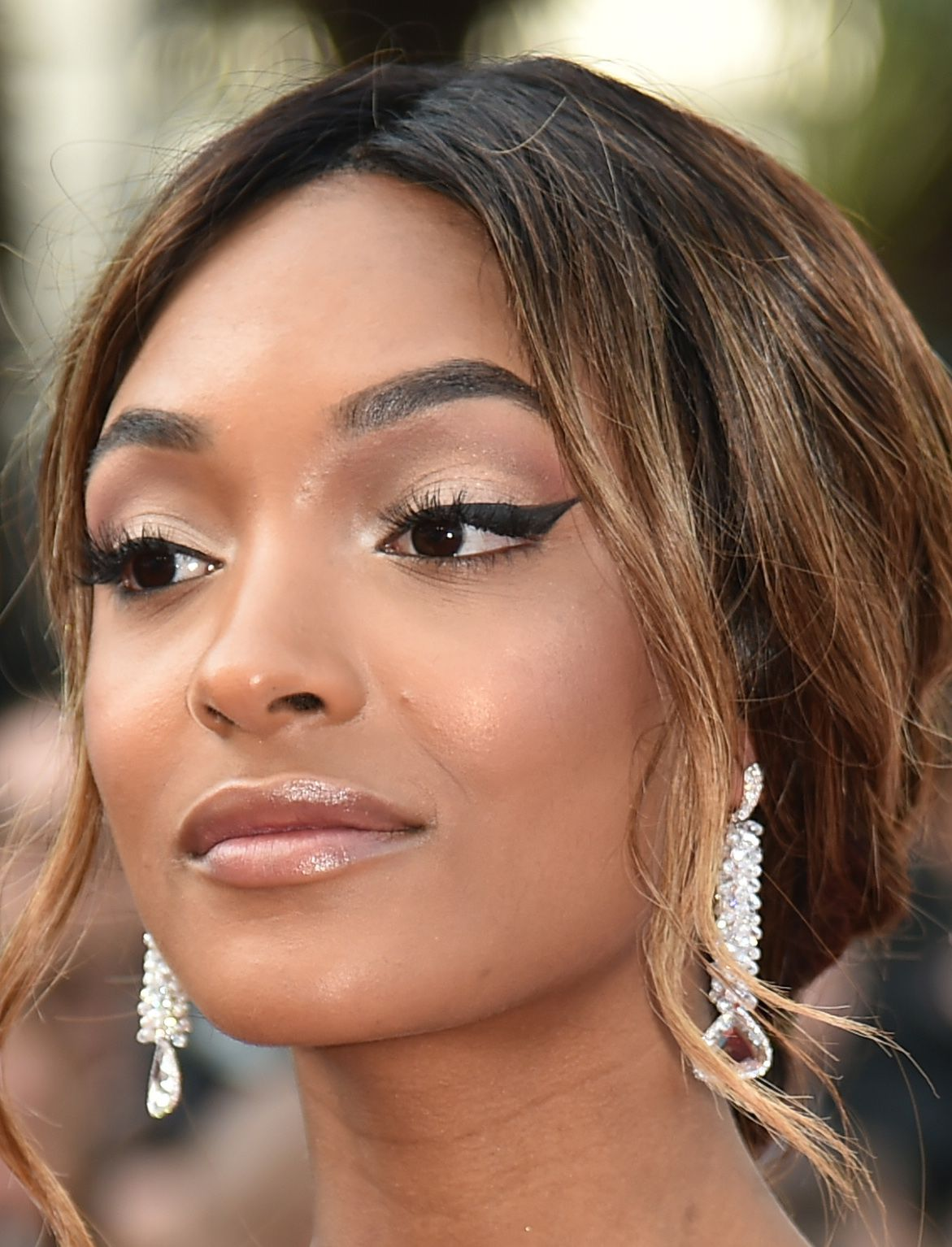 eyes-how-to-do-your-makeup-for-wedding-guest-beauty-wing-eyeliner-nude-lips.jpg