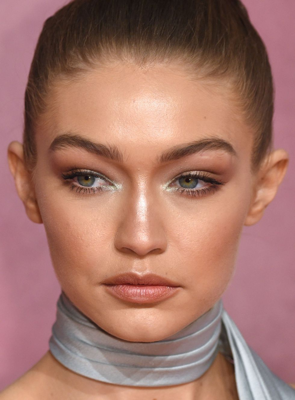 soft-natural-how-to-do-your-makeup-for-wedding-guest-beauty-glowing-skin-gigihadid.jpg