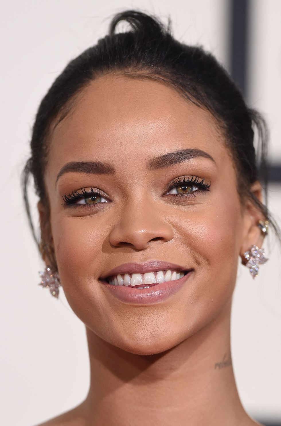 soft-natural-how-to-do-your-makeup-for-wedding-guest-beauty-rihanna.jpg