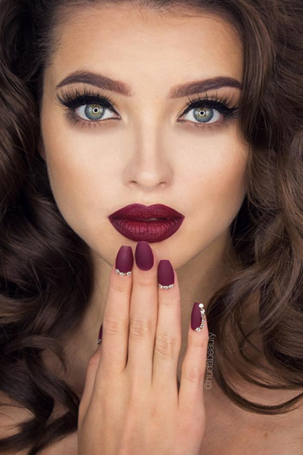 glam-how-to-do-your-makeup-for-wedding-guest-beauty-burgundy-maroon-lips.jpg