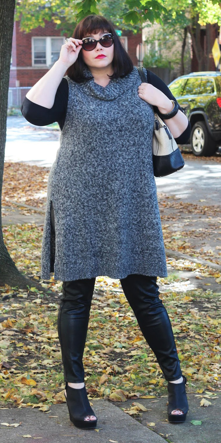 black-leggings-grayd-sweater-sleeveless-black-tee-brun-black-shoe-booties-fall-winter-lunch.jpg