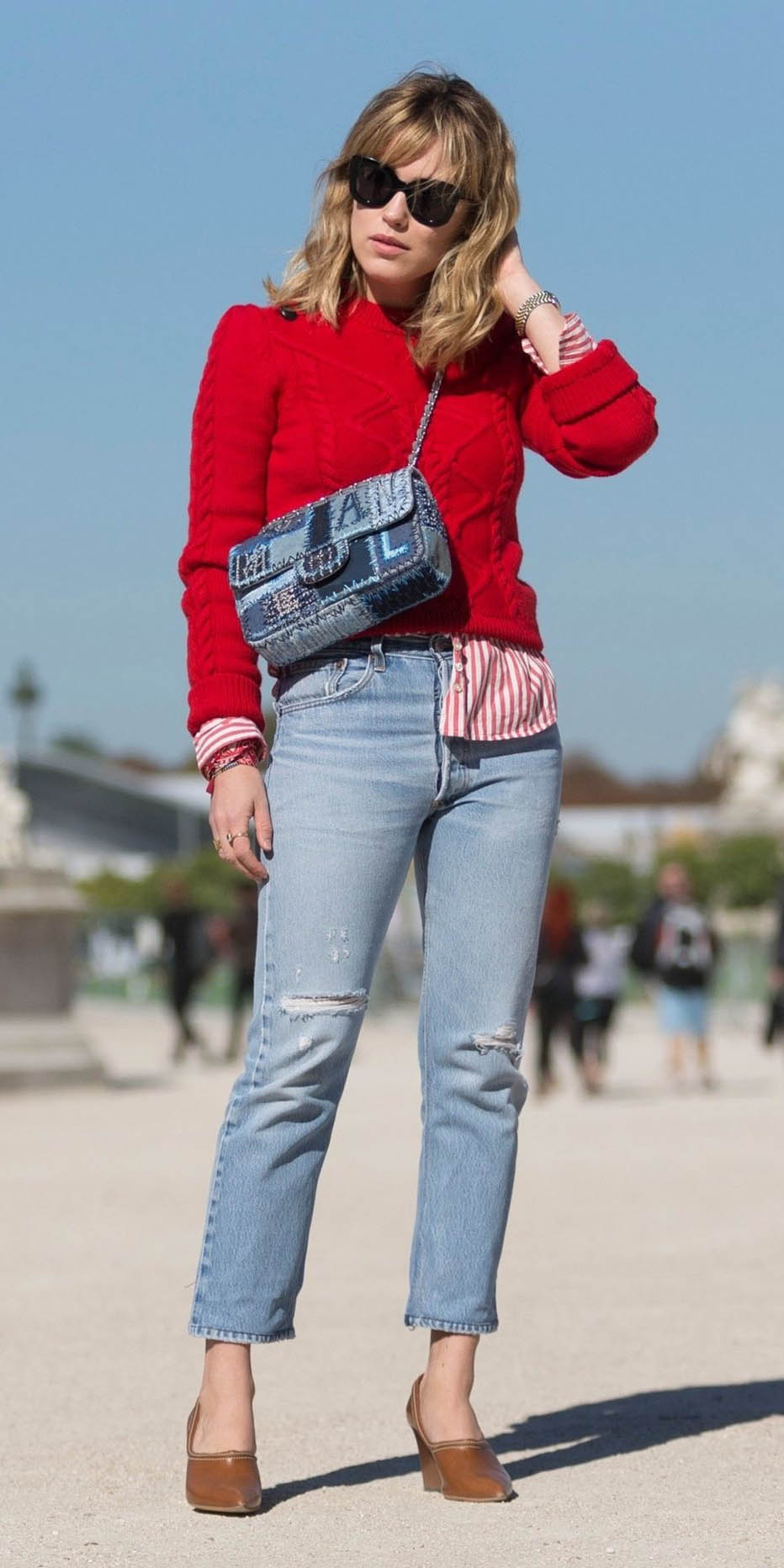 blue-light-crop-jeans-red-collared-shirt-stripe-red-sweater-blue-bag-cognac-shoe-pumps-fall-winter-blonde-lunch.jpg