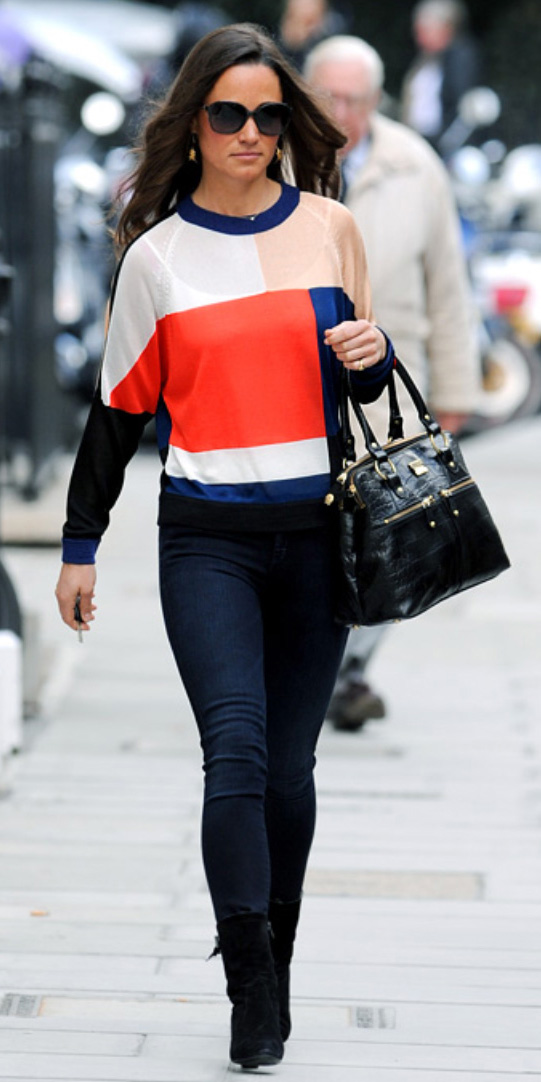 blue-navy-skinny-jeans-red-sweater-howtowear-style-fashion-spring-summer-black-shoe-booties-sun-black-bag-pippamiddleton-brun-lunch.jpg