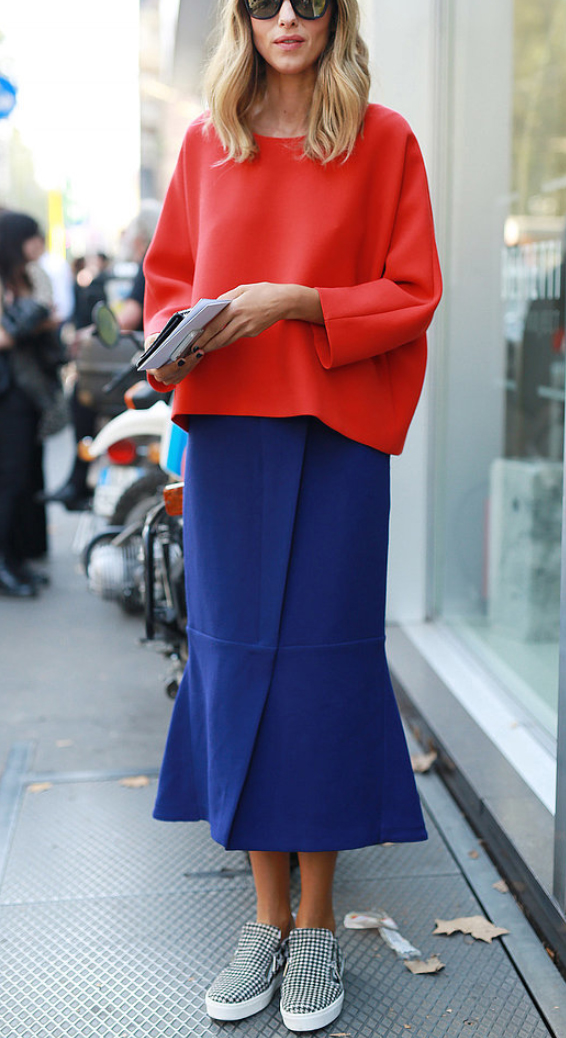 blue-navy-midi-skirt-red-sweater-howtowear-fashion-style-outfit-fall-winter-cobalt-slouchy-white-shoe-sneakers-blonde-weekend.jpg