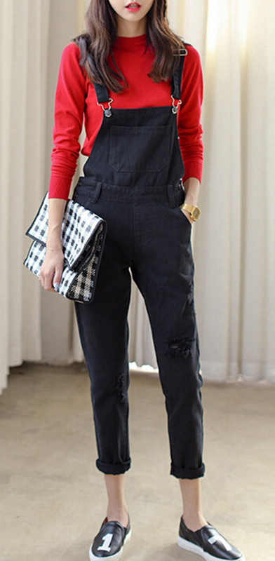 black-jumpsuit-red-sweater-overalls-black-shoe-sneaekers-white-bag-clutch-howtowear-fashion-style-outfit-spring-summer-brun-weekend.jpg