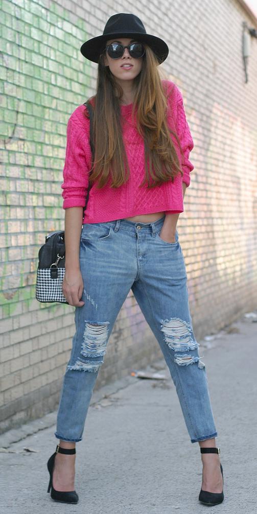 blue-light-boyfriend-jeans-r-pink-magenta-sweater-black-bag-sun-black-shoe-pumps-hat-howtowear-fashion-style-outfit-spring-summer-hairr-lunch.jpg