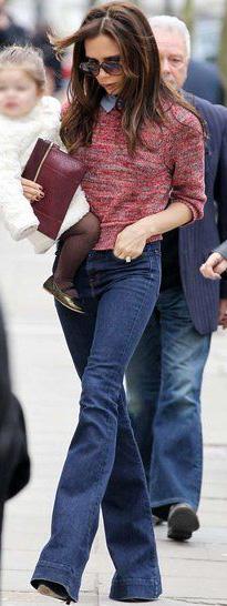 blue-navy-flare-jeans-pink-magenta-sweater-victoriabeckham-brun-fall-winter-lunch.jpg