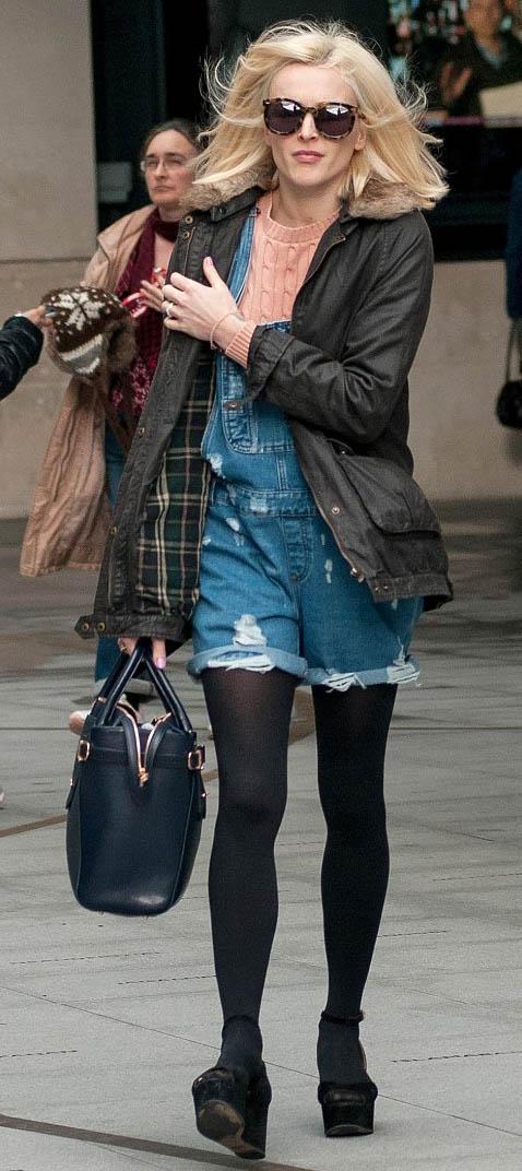 blue-med-jumper-romper-o-peach-sweater-green-olive-jacket-utility-black-shoe-sandalw-sun-blonde-fall-winter-wear-fearnecotton-jean-overalls-celebrity-black-tights-lunch.jpg