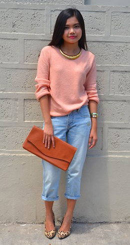 blue-light-boyfriend-jeans-peach-sweater-cognac-bag-clutch-necklace-tan-shoe-pumps-leopard-howtowear-fashion-style-outfit-spring-summer-brun-lunch.jpg