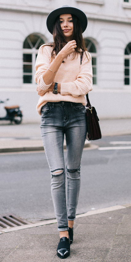 grayl-skinny-jeans-forever21-black-shoe-loafers-peach-sweater-hat-howtowear-fashion-style-outfit-fall-winter-brun-weekend.jpg