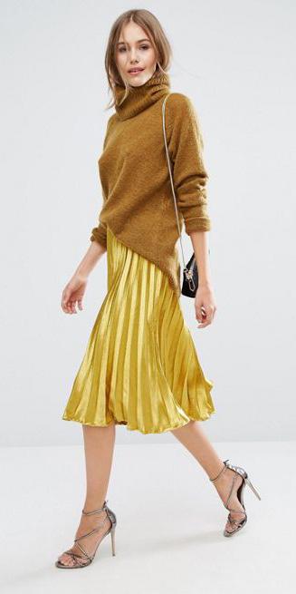 yellow-midi-skirt-gold-pleated-camel-sweater-turtleneck-black-bag-gray-shoe-sandalh-fall-winter-blonde-dinner.jpg