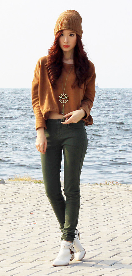green-olive-skinny-jeans-o-camel-sweater-crop-necklace-pend-beanie-white-shoe-booties-howtowear-fashion-style-outfit-fall-winter-hairr-weekend.jpg