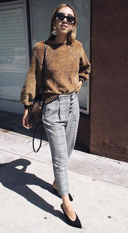 grayl-slim-pants-plaid-print-camel-sweater-black-shoe-pumps-earrings-blonde-sun-fall-winter-lunch.jpg