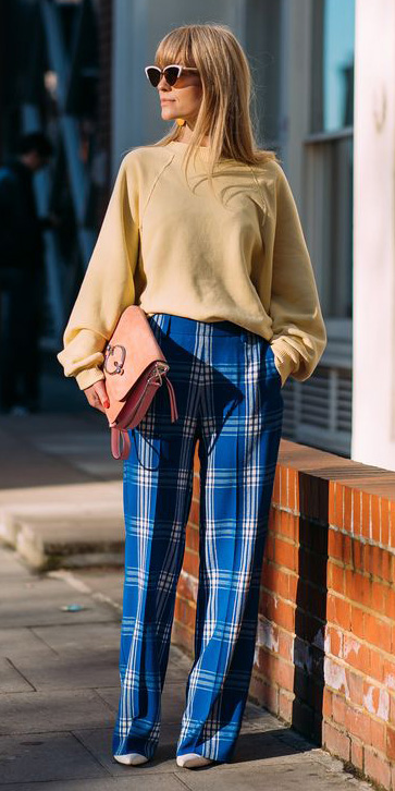 blue-med-wideleg-pants-plaid-print-yellow-sweater-slouchy-peach-bag-sun-blonde-fall-winter-lunch.jpg