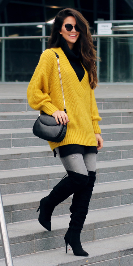 grayl-skinny-jeans-black-shoe-boots-otk-layer-yellow-sweater-oversized-black-bag-sun-brun-fall-winter-lunch.jpg
